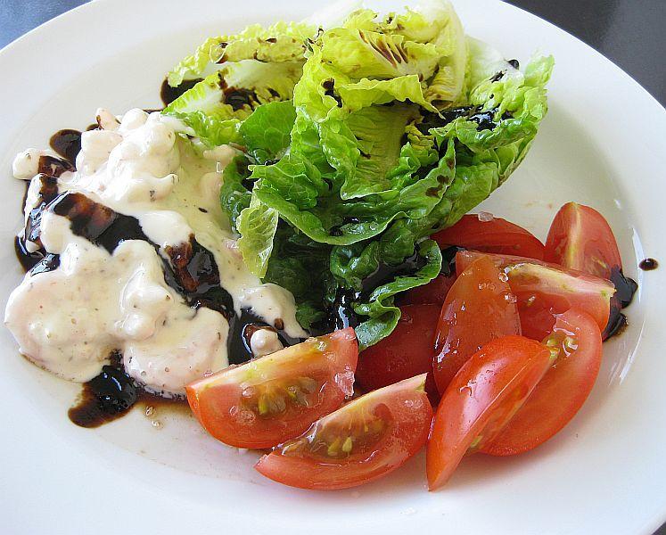 Salat mit Krabben in Knoblauchmajonaise