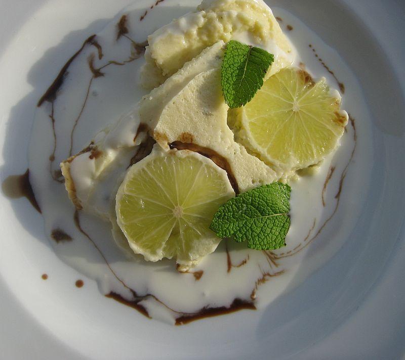 Cous-Cous Limetten-Sahnenaschwerk auf Teller