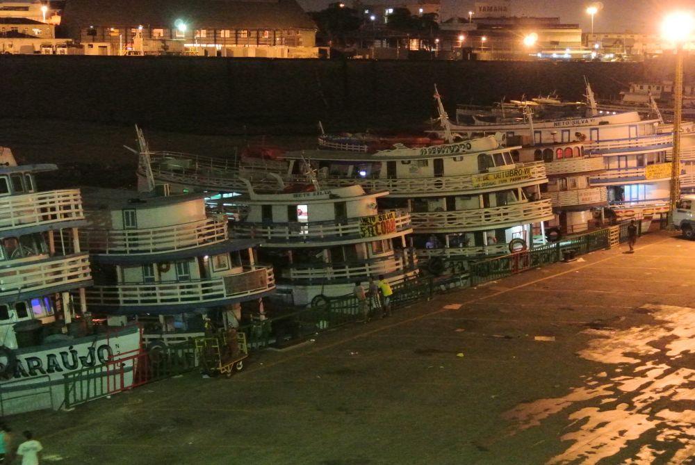 Nachts am Kai in Manaus