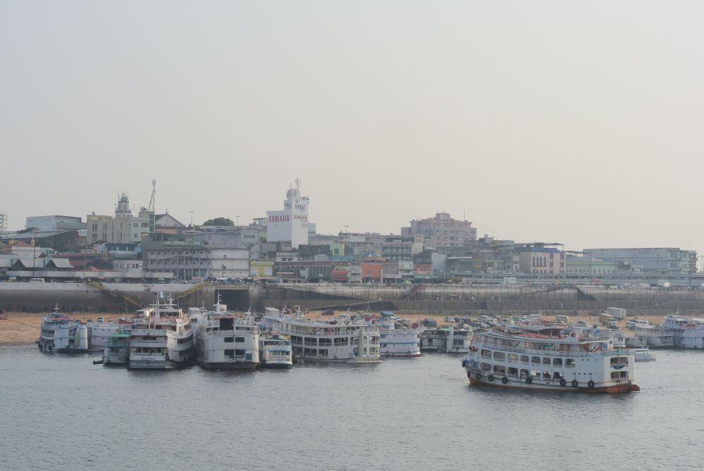 Der Hafen vom Manaus am frühen Morgen