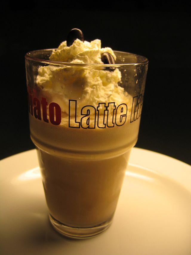 Eine gefrorene Kaffeecreme begeistert