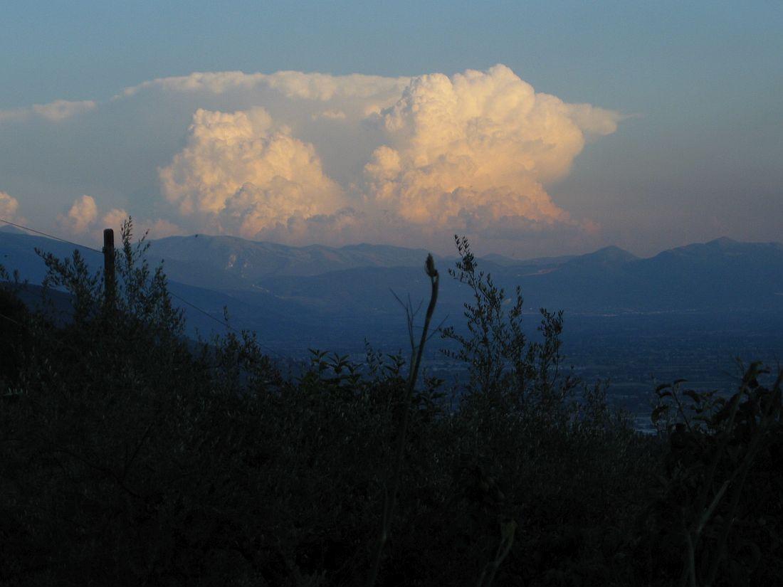 Blick von Asissi auf Wolkengebirge