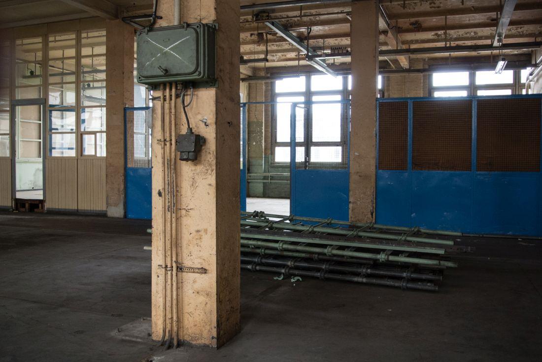 Brüllende Ruhe in einer verlassenen Maschinenhalle