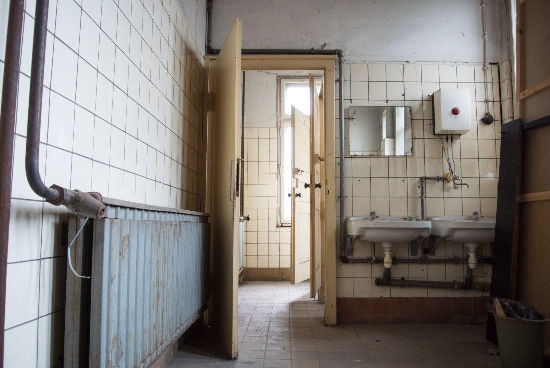 Sanitäreinrichtung in einer Fabrik