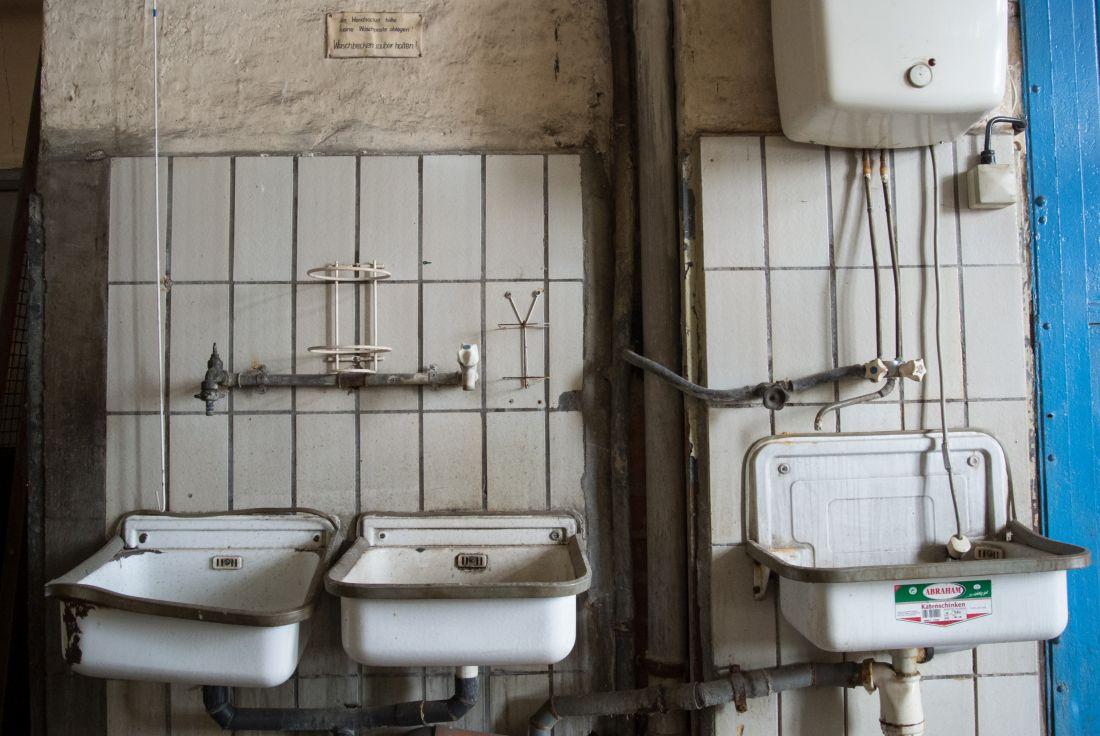 Waschbatterie alter Waschbecken