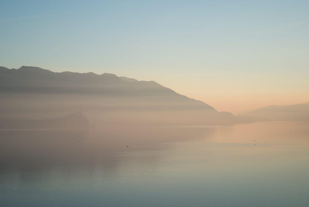 Lago Maggiore im Nebel