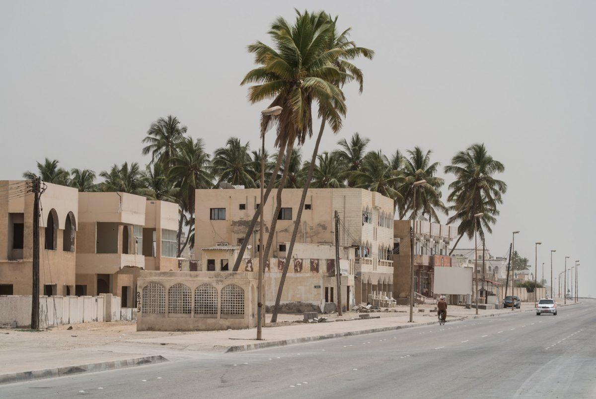 Straße am Strand von Salalah
