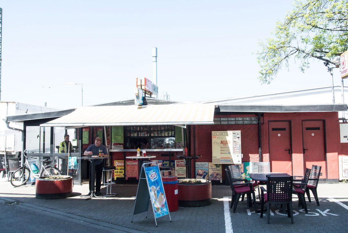 Der Kiosk unter der Zeppelinbrücke
