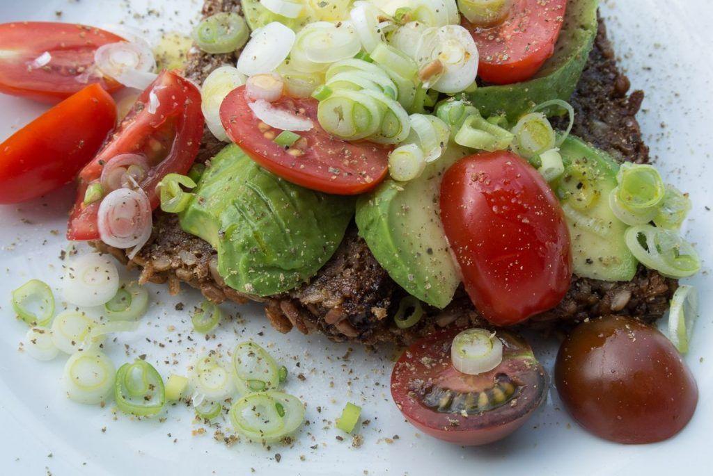 Veganes Avocado Frühstück mit Leinöl besser als Steak