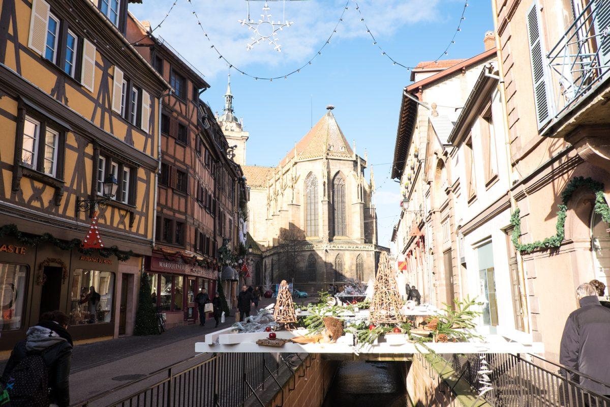 Kanalabdeckung zu Weihnachten in Colmar