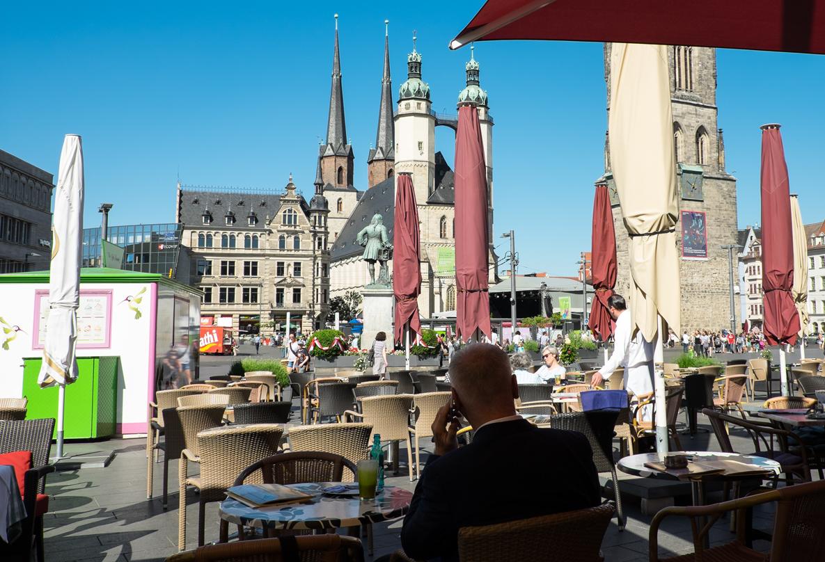 Marktplatz in Halle mit Händeldenkmal