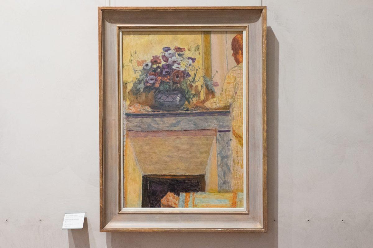 Pierre Bonnard Fleurs sur une cheminee au Cannet