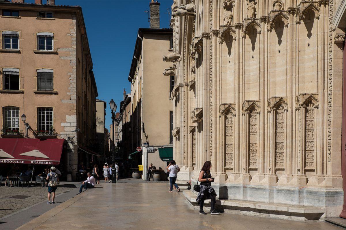 Kathedrale Saint-Jean Portal und Vorplatz
