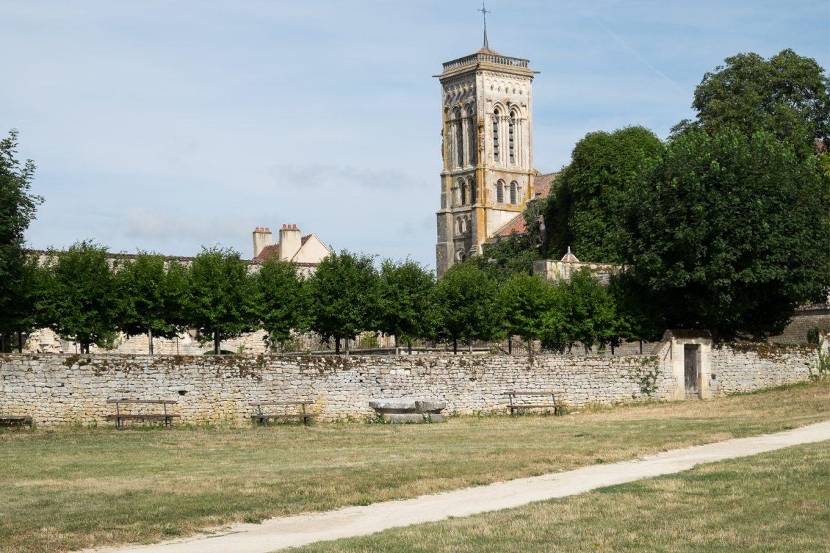Madeleine Vézelay Turm vom Klostergarten aus