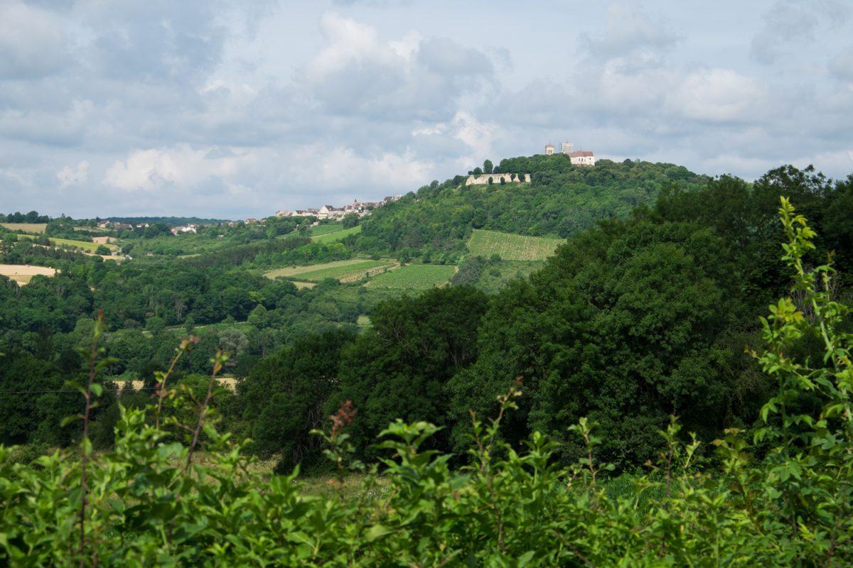 Madeleine Vézelay von der Ferne gesehen