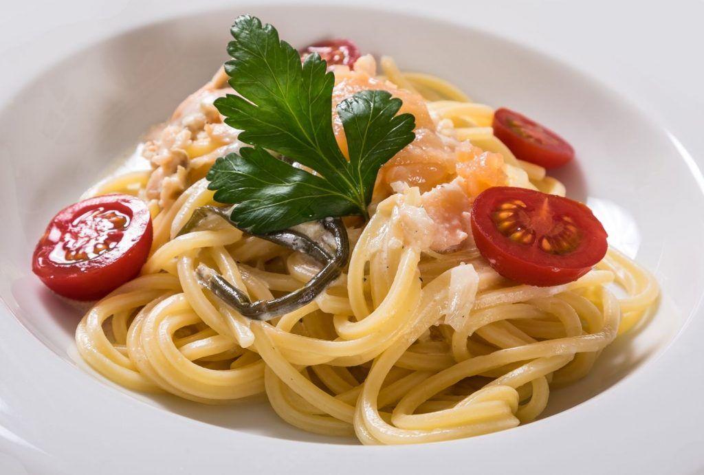 Leichte Spaghetti mit gebeitztem Lachs