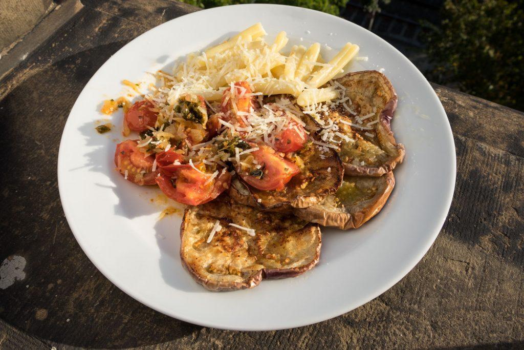 Aubergine mit Oreganotomaten und Parmesan ein vegetarisches Rezept