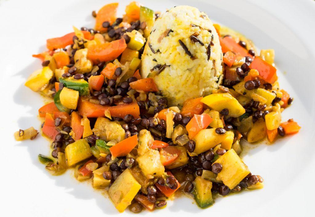 Lustiges Currygemüse mit Reis und Linsen