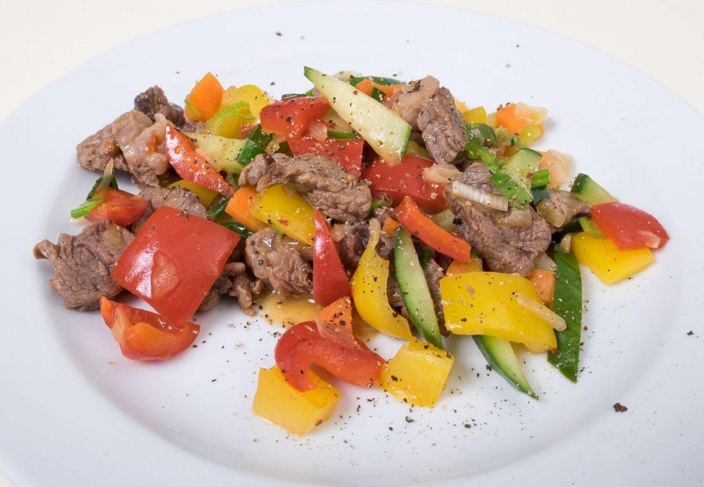 Rindfleisch asiatisch mit Austernsoße ein einfaches Gericht